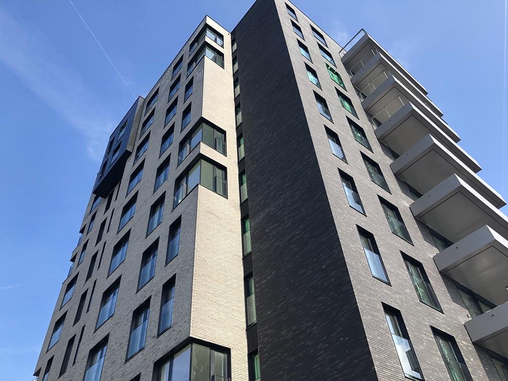 Flat per flat meten of een appartementsgebouw als geheel zien?